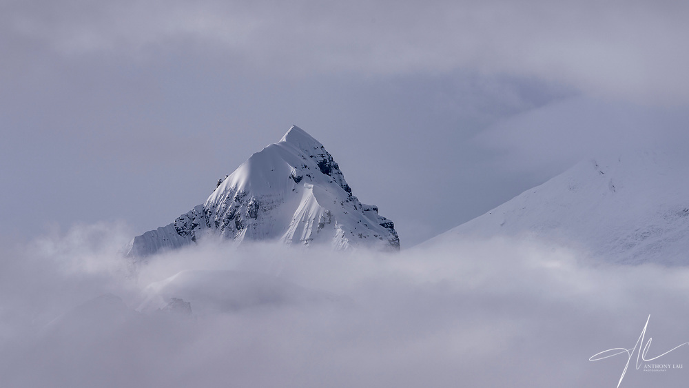 Since Everest was hiding behind the cloud, Zhangzi (7543m) stole the show when sunlight tapped on its beautiful slope.