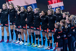 14-12-2018 FRA: Women European Handball Championships France - Netherlands, Paris<br /> Second semi final France - Netherlands / Line up Netherlands