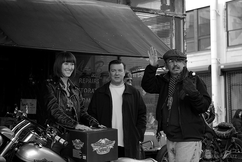 """Candace Thaxton, Ricky Gervais, Fred Murphy on the set of """"Ghost Town"""" (Dir: David Koepp, 2008)"""