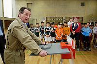"""23 APR 2006, BERLIN/GERMANY:<br /> Franz Muentefering, SPD, Bundesarbeitsminister, haelt eine Rede, vor der Siegerehrung, Kiez-Fussballturnier """"Xhain kickt"""", 3. SPD Fussballturnier fuer E-Jugend mit acht Mannschaften aus Friedrichshain-Kreuzberg, Lobeckhalle, Berlin-Kreuzberg<br /> IMAGE: 20060423-01-022<br /> KEYWORDS: Fußball, speech"""