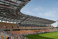 18.08.2013 Bialystok Dzien otwarty na Stadionie Miejskim. Po trzech latach prac oddano do uzytku polowe  obiektu, mecze bedzie moglo na razie ogladac prawie 8 tys widzow. Caly stadion ma byc gotowy w 2014 roku. Miescic bedzie 22,5 tys. widzow i ma spelniac standardy UEFA. Pierwszy mecz Jagiellonii odbedzie sie tutaj 24 sierpnia N/z tlumy bialostoczan zwiedzaly nowy stadion fot Michal Kosc / AGENCJA WSCHOD