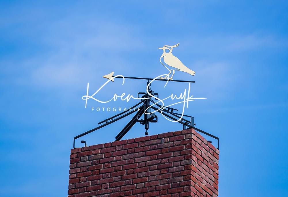 HILVERSUM - windwijzer met logo, kievit, op de schoorsteen van het nieuwe clubhuis.  Hilversumsche Golf Club, COPYRIGHT  KOEN SUYK