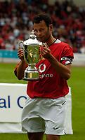Fotball<br /> Foto: SBI/Digitalsport<br /> NORWAY ONLY<br /> <br /> Clyde v Manchester United, Preseason Friendly. 16/07/2005.<br /> <br /> Manchester United's Ryan Giggs receives the Optical Express Challenge Trophy.