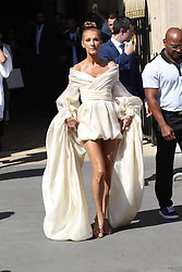 July 2, 2019 - Paris, France - Celine Dion sort de l'hotel Crillon a Paris. Celine Dion is leaving her Hotel in Paris.....242477 0000-00-00  Paris France.. Dion, Céline (Credit Image: © Sebastien Fremont/Starface via ZUMA Press)