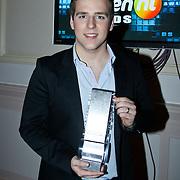 NLD/Hilversum/20101216 - Uitreiking Sterren.nl Awards, Wesley Klein met de award voor beste nieuwkomer