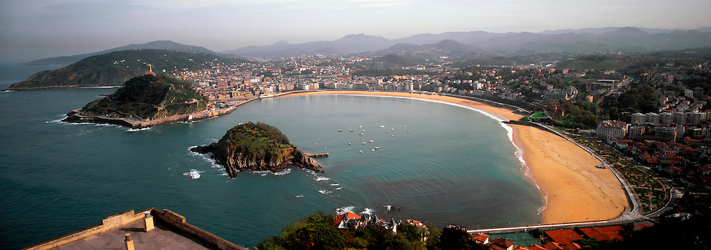 SPAIN, NORTH, BASQUE San Sebastian; Bahia de Concha