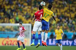 Luiz Gustavo na partida entre Brasil x Croácia, na abertura da Copa do Mundo 2014, no Estádio Arena Corinthians, em São Paulo. FOTO: Jefferson Bernardes/ Agência Preview