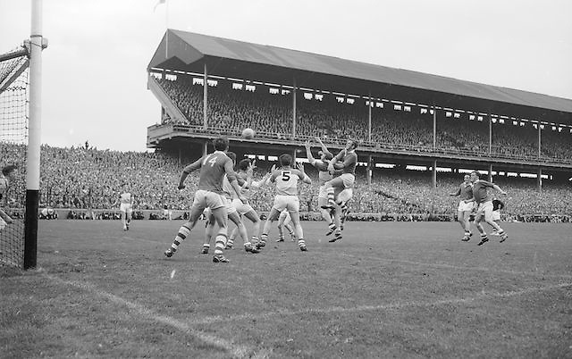 Offaly backs gather the ball from free and clear at the All Ireland Minor Gaelic Football final Cork V. Offaly in Croke Park on 27th September 1964.