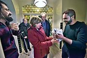 Nederland, Leuth, 10-2-2019Groete belangstelling bij de open dag van de Syriers in de voormalige , leegstaande pastorie van Leuth. De zes jongens, mannen, zijn statushouders en zijn hier tijdelijk gehuisvest .Er was voor typisch arabische hapjes gezorgd en veel bezoekers namen een cadeautje mee voor de bewoners, waaronder een Senseo koffieapparaat.Foto: Flip Franssen