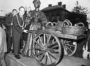 "Molly Malone Statue Unveiled. (R93)..1988..20.12.1988..12.20.1988..20th December 1988..""Dublin's Fair City"" received a millenniun gift to commemorate her most famous daughter, Molly Malone, when Jurys Hotel Group plc presented a specially commissioned sculpture to the people of Dublin. The sculpture was formally handed over by Michael McCarthy, MD,Jurys Hotel Group, to the Lord Mayor of Dublin, Councillor Ben Briscoe, TD, in an unveiling ceremony today at the corner of Grafton Street, Suffolk Street and Nassau Street..Molly Malone was created and fashioned in her traditional 17th century dress by Dublin born artist, Jeanne Rynhart, who was selected from a number of entries for the statue design, by the Dublin Millennium Board...Image shows Councillor Ivor Callely ,Lord Mayor, Ben Briscoe and City Manager, Frank Feely 'helping' Molly with her cart."