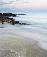 Bølger ruller mot stranden på Brusand i Hå kommune, Rogaland, Jæren.
