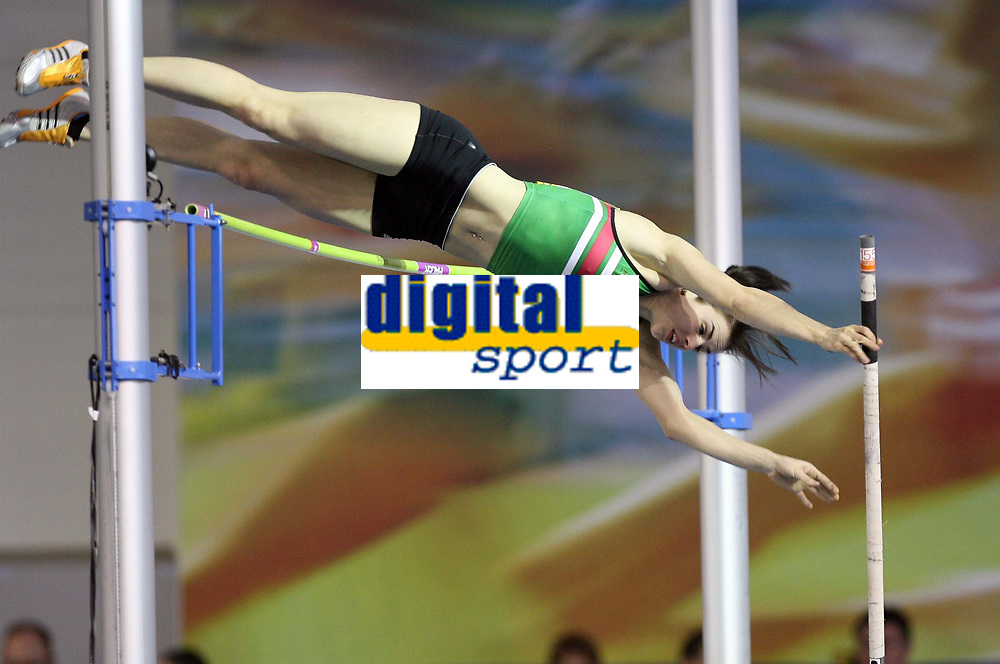 Photo: Rich Eaton.<br /> <br /> Norwich Union European Indoor Trials and UK Championships, Sheffield. 11/02/2007.  Kate Dennison of Sale Harriers clears the bar on her way to winning the pole vault