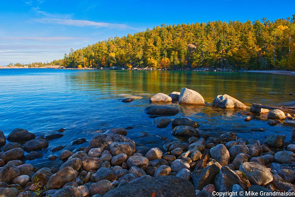 Rocky shoreline alongLake Superior<br />Lake Superior Provincial Park<br />Ontario<br />Canada
