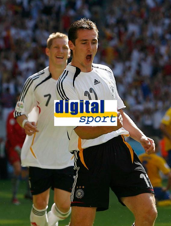 Photo: Glyn Thomas.<br />Germany v Sweden. Second Round, FIFA World Cup 2006. 24/06/2006.<br /> Miroslav Klose celebrates providing the assist for Germany's second goal, scored by Lukas Podolski.
