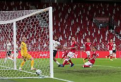 Jason Denayer (Belgien) scorer til 0-1 under UEFA Nations League kampen mellem Danmark og Belgien den 5. september 2020 i Parken, København (Foto: Claus Birch).