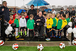 The new artificial turf pitch will be opened by Piet Verhoef, Member of Merit since 1990 and name giver of the adjacent lane. This opening will take place in the presence of the youngest players of vv Maarssen on Sunday, February 2, 2020.