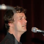NLD/Amsterdam/20060531 - Presentatie CD Box Ramses Shaffy, gitarist Alderliefste