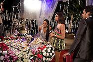 Inspelning av Bollywood-filmen Dulha Mil Gaya - Found a Groom. .Skåderspelerna från vänster till höger är Suchitra Pillai-Malik, Sushmita Sen och Fardeen Khan. .....COPYRIGHT 2008 CHRISTINA SJÖGREN.ALL RIGHTS RESERVED...