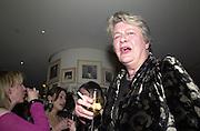 Lynn Barber. Talk pre-Bafta party. St. Martin's Lane Hotel. London. 24 February 2001. © Copyright Photograph by Dafydd Jones 66 Stockwell Park Rd. London SW9 0DA Tel 020 7733 0108 www.dafjones.com
