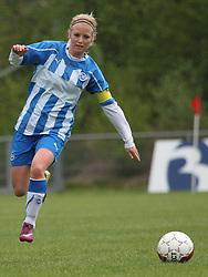 FODBOLD: Stine Kristensen (OB) under kampen i 3F Ligaen mellem Taastrup FC og OB den 12. maj 2012 i Taastrup Idrætspark. Foto: Claus Birch