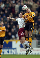 Fotball<br /> Engelsk 3. divisjon 2003/04<br /> Hull City v Scunthorpe United<br /> Kingston Stadium<br /> 13. mars 2004<br /> Foto: Digitalsport<br /> NORWAY ONLY<br /> Hull's Stuart Elliot (R) with Scunthorpe's Paul Groves