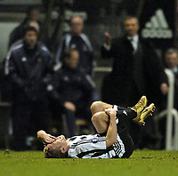 Fotball<br /> UEFA-cup 2004/05<br /> Newcastle v Sporting Lisboa<br /> 16. desember 2004<br /> Foto: Digitalsport<br /> NORWAY ONLY<br /> Newcastle's Craig Bellamy was the victim of some strong Sporting play throughout the game and had to leave before the end through injury