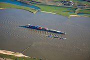 Nederland, Gelderland, Gemeente Heerewaarden, 11-02-2008; duwbakvaart op de Waal ter hoogte van Sint Andries; duwbak, container, containers, containervervoer, St. Andries..luchtfoto (toeslag); aerial photo (additional fee required); .foto Siebe Swart / photo Siebe Swart