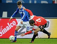 Fotball<br /> Tyskland<br /> 04.02.2012<br /> Foto: Witters/Digitalsport<br /> NORWAY ONLY<br /> <br /> v.l. Klaas-Jan Huntelaar, Nikolce Noveski (Mainz)<br /> Bundesliga, FC Schalke 04 - FSV Mainz 05