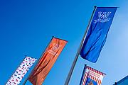 EINDHOVEN, 26-04-2021, High Tech Campus<br /> <br /> Alles klaar voor Koningsdag 2021 in Eindhoven op de High Tech Campus in Eindhoven Foto: Brunopress/Patrick van Emst<br /> <br /> Op de foto:   Vlag op de campus