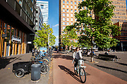 Fietsers in de Zuidas, het financiële centrum in Amsterdam.<br /> <br /> Cyclists at the Zuidas, the financial district in Amsterdam.