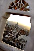 San'a, the old city of the Yemen capital made up of alleys and souqs has been declared among the UNESCO protected sites<br /> <br /> Yemen, January 2006 <br /> <br /> Photo Antonietta Baldassarre Insidefoto(www.insidefoto.com)