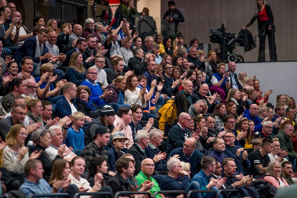 ÖSTERSUND 20191031<br /> Publik under torsdagens match i basketligan mellan Jämtland Basket och Umeå BBK i Östersunds Sporthall.<br /> <br /> Foto: Per Danielsson/Projekt.P