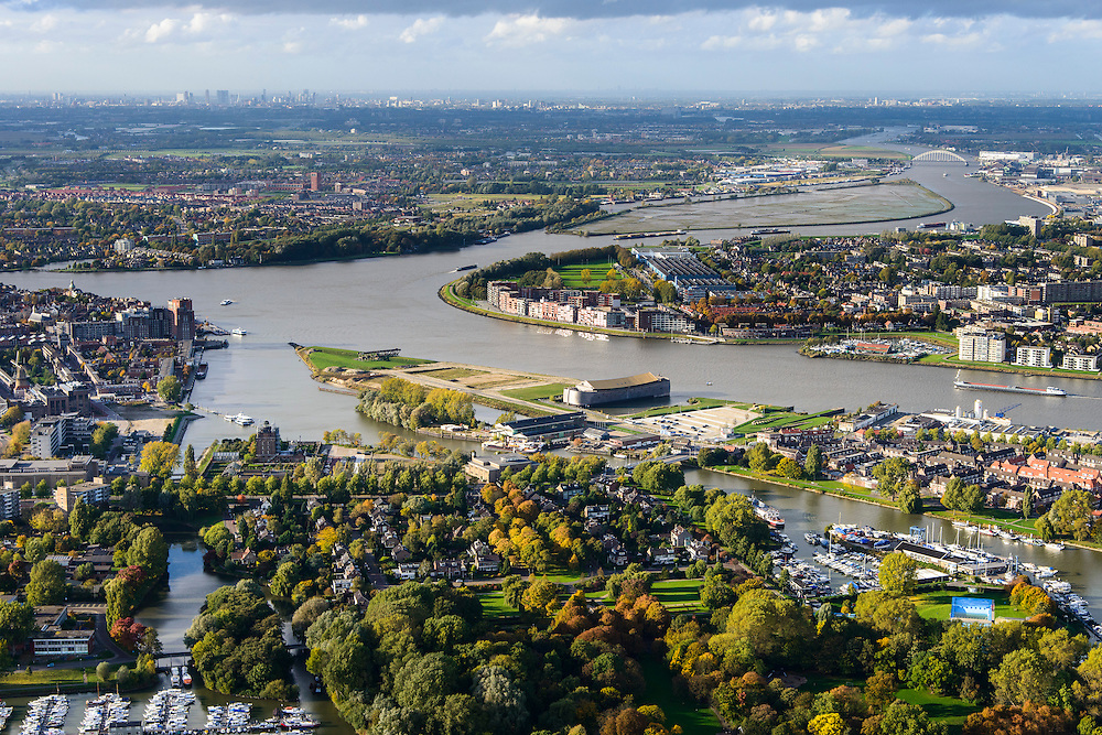 Nederland, Zuid-Holland, Dordrecht, 23-10-2013; Overzicht van de stad Dordrecht en de rivieren Beneden-Merwede uitmondend in Oud Maas. Midden in beeld de toeristische attractie de houten ark van Noach.<br /> Overview the rivers and the city of Dordrecht. <br /> luchtfoto (toeslag op standaard tarieven);<br /> aerial photo (additional fee required);<br /> copyright foto/photo Siebe Swart.