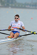 Chungju, South Korea. GBR LM1X, Jamie KIRKWOOD, at the start of his heat,  pours water over himself, before racing. 2013 FISA World Rowing Championships, , Tangeum Lake International Regatta Course. 10:20:59  Sunday  25/08/2013 [Mandatory Credit. Peter Spurrier/Intersport Images]