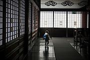 KYOTO, JAPAN - Nijojo - A child alone in the large coridor of Nijojo (castle) -March 2011 [FR] Un enfant seul dans les larges couloirs du chateau medieval Nijo jo a Kyoto