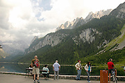 Austria, Upper Austria, Gosau, Lake Gosau in the Dachstein Mountains tourists admiring the view