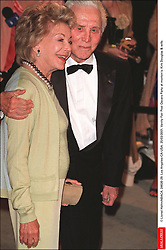 Kirk Douglas Dies At 103 - © Lionel Hahn/ABACA. 24626-29. Los Angeles-CA-USA. 25/03/2001. Vanity Fair Post Oscars Party at morton's. Kirk Douglas & wife.
