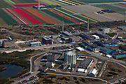 Nederland, Noord-Holland, Petten, 28-04-2010; Energieonderzoek Centrum Nederland (ECN). Behalve faciliteiten voor onderzoek naar windenergie en zonne-energie, huisvest het het terrein (kleine) kernreactoren, waaronder de Hoge Flux Reactor (HFR).  De onderzoeksreactor levert ook radioactieve preparaten voor medische doeleinden, waaronder diagnostiek en radiotherapie, bestraling, radiofarmacie..Netherlands Energy Research Foundation (ECN). The site houses research not only facilities for research on wind and solar energy, but also (small) nuclear reactors, including the High Flux Reactor (HFR). The research reactor produces also radioactive preparations used for  diagnostics and radiotherapy (radiation, radio-pharmacy).aerial photo (additional fee required).foto/photo Siebe Swart