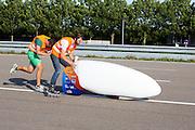 Lieske Yntema gaat van start voor het eerste rondje in de VeloX V. In Lelystad rijdt het HPT voor het eerst met de VeloX V. De eerste testen zijn succesvol. In september wil het Human Power Team Delft en Amsterdam, dat bestaat uit studenten van de TU Delft en de VU Amsterdam, een poging doen het wereldrecord snelfietsen te verbreken, dat nu op 133,8 km/h staat tijdens de World Human Powered Speed Challenge.<br /> <br /> For the first time the VeloX V rides successful. With the special recumbent bike the Human Power Team Delft and Amsterdam, consisting of students of the TU Delft and the VU Amsterdam, also wants to set a new world record cycling in September at the World Human Powered Speed Challenge. The current speed record is 133,8 km/h.