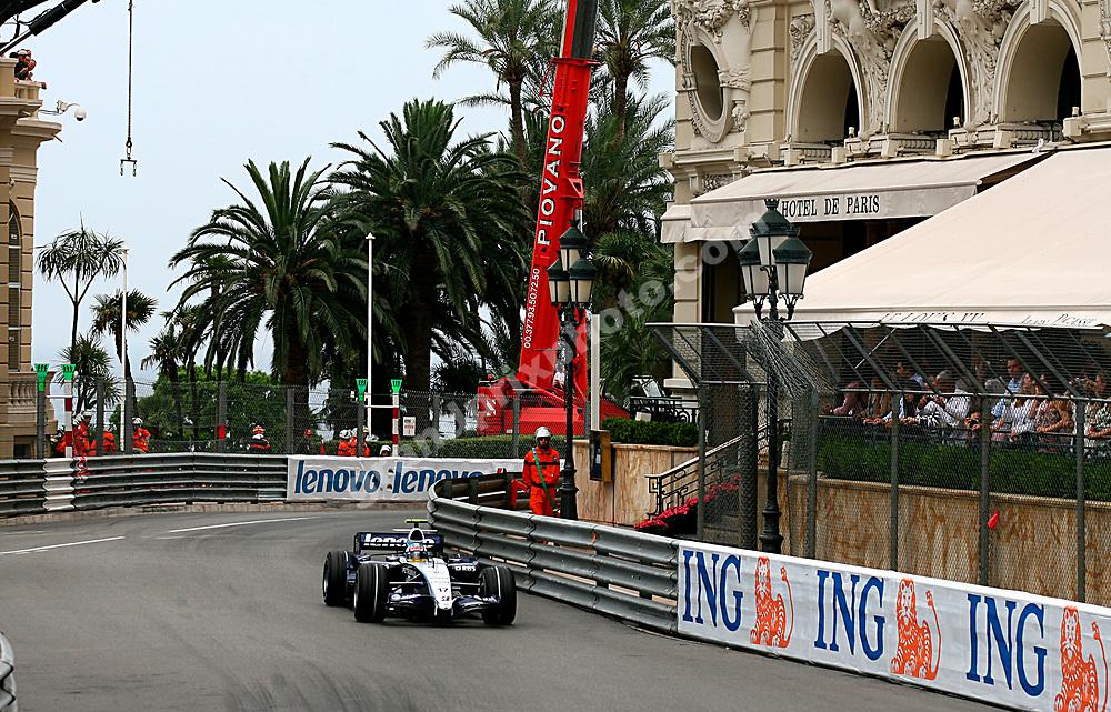 Alex Wuz (Williams-Toyota) in qualifying for the 2007 Monaco Grand Prix. Photo: Grand Prix Photo