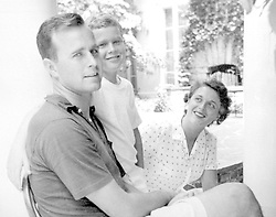 George W. Bush (center) is shown with his parents George and Barbara Bush in this undated handout photograph. Photo via Worth Star Telegram/KRT/ABACA    66928_01 Etats-Unis United States