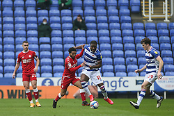 Jay Dasilva of Bristol City and Yakou Meite of Reading tussle for the ball - Mandatory by-line: Arron Gent/JMP - 28/11/2020 - FOOTBALL - Madejski Stadium - Reading, England - Reading v Bristol City - Sky Bet Championship
