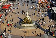 France, Languedoc Roussillon, Hérault, Montpellier, centre historique, Ecusson, la Place de la Comédie, statue les trois grâces