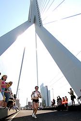 15-04-2007 ATLETIEK: FORTIS MARATHON: ROTTERDAM<br /> In Rotterdam werd zondag de 27e editie van de Marathon gehouden. De marathon werd rond de klok van 2 stilgelegd wegens de hitte en het grote aantal uitvallers / Alevtina Biktimirova wordt derde in 2:30:59 - op de Erasmusbrug<br /> ©2007-WWW.FOTOHOOGENDOORN.NL