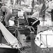 NLD/Naarden/19920802 - Duits jongetje verdronken jachthaven Naarderbos Naarden, reanimatie door brandweerman