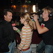 NLD/Amsterdam/20060123 - Feest release film 50 Cent, Yves Gijrath word geinterviewd door SBS Shownieuws