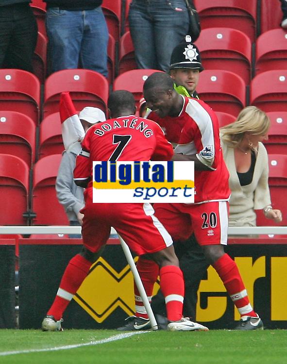 Photo: Andrew Unwin.<br />Middlesbrough v Everton. The Barclays Premiership. 14/10/2006.<br />Middlesbrough's Yakubu (R) celebrates his goal.
