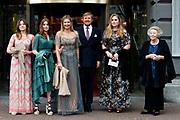 """AMSTERDAM, 27-04-2021, Carre<br /> <br /> Koninklijke familie komt aan bij Carre in verband met de TV opnamen van """"Koningin Maxima een leven vol Muziek"""" /// Royal family arrives at Carré in connection with the TV recordings of """"Queen Maxima a life full of Music"""" <br /> <br /> Op de foto: Koning Willem-Alexander, Koningin Maxima met hun dochters Prinses Amalia, Prinses Alexia en Prinses Ariane met prinses Beatrix  Foto: Patrick van Emst/Brunopress"""