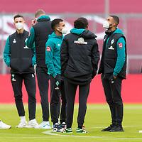 21.11.2020, Allianz Arena, Muenchen, GER,  FC Bayern Muenchen SV Werder Bremen <br /> <br /> <br />  im Bild die Werder Spieler kommen nach der Ankunft auf den Platz <br /> <br /> Joshua Sargent (Werder Bremen #19)<br /> Kevin Möhwald / Moehwald (Werder Bremen #06)<br /> Nick Woltemade (werder Bremen #41)<br /> Felix Agu (Werder Bremen / #17)<br /> Tahith Chong (Werder Bremen #22)<br />  Jean Manuel Mbom (Werder Bremen #34)<br /> mit Corona Alltagsmasken (Mund-Nasen-Bedeckung)<br /> <br /> <br /> Foto © nordphoto / Straubmeier / Pool/ <br /> <br /> DFL regulations prohibit any use of photographs as image sequences and / or quasi-video.