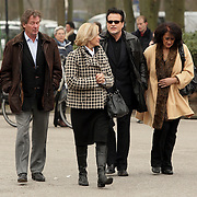 NLD/Leusden/20080213 - Uitvaart Benny Neijman, george Baker en partner Blanche